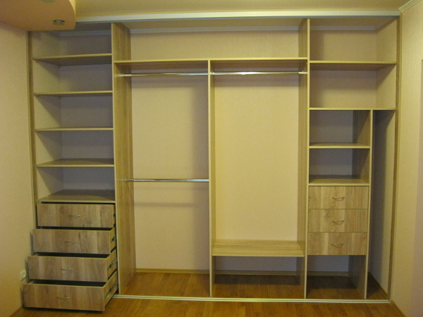 Чем шкаф-купе лучше простых аналогов